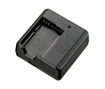 EH-73P Caricabatt. con adatt. CA (senza cavo USB)