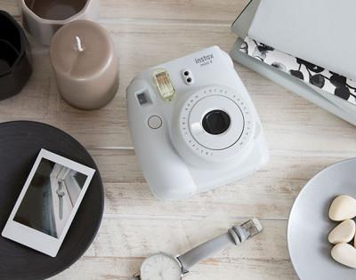 FUJI INSTAX MINI 9 +10 FOTO+BORSA - SMOKY WHITE